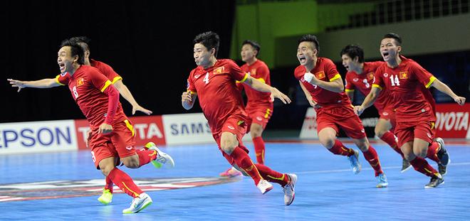 Giây phút vỡ oà của futsal Việt Nam khi làm nên địa chấn - ảnh thể thao