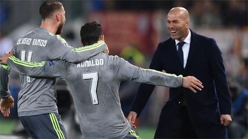 Ronaldo lập siêu phẩm, Real đặt một chân vào tứ kết Champions League