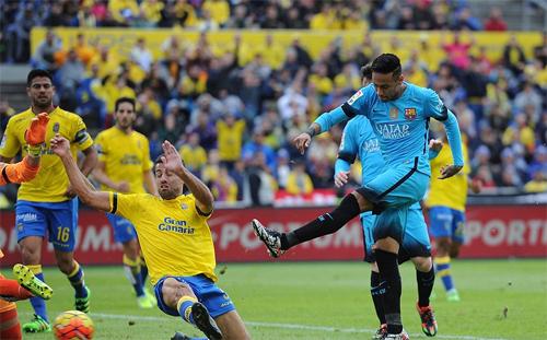 Barca nâng cách biệt với Real lên 10 điểm