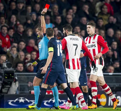 Atletico Madrid bất lực trước 10 cầu thủ PSV