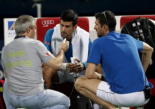 Djokovic thua trận đầu tiên trong năm 2016