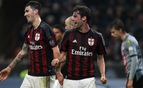 Milan thắng đậm, vào chung kết Cup Italy