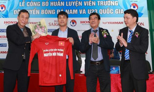 HLV Hữu Thắng: 'Tuyển Việt Nam sẽ chơi bóng ngắn'
