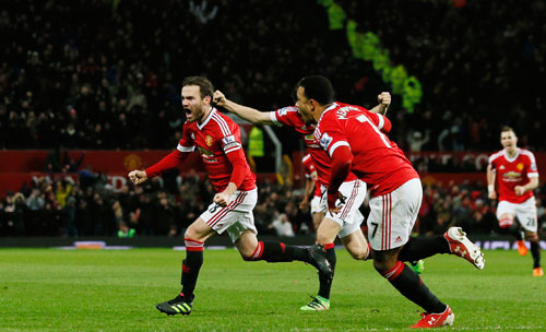 Mata ghi tuyệt phẩm, Man Utd bằng điểm top 4