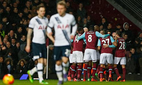 Tottenham bại trận, lỡ cơ hội soán ngôi đầu của Leicester