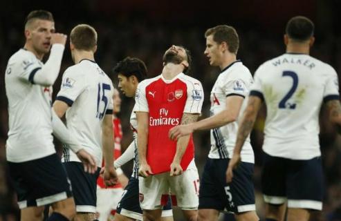 Lawrenson: 'Arsenal hòa Tottenham, Man Utd đứt mạch thắng'