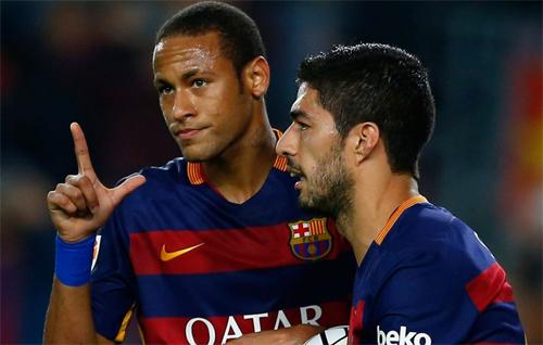 Suarez bức xúc vì bị Neymar phớt lờ trong pha Messi ghi bàn