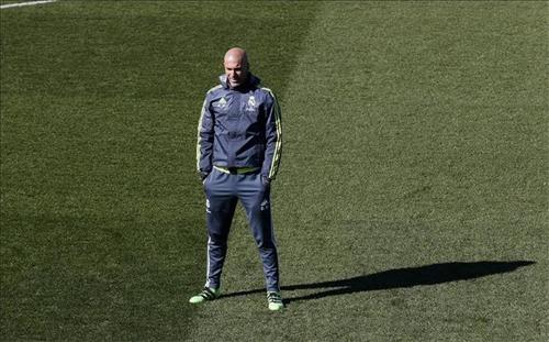 Zidane khởi đầu kém hơn so với Benitez
