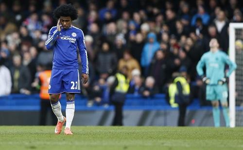 Willian sai lầm khiến Chelsea đánh rơi chiến thắng