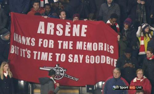CĐV Arsenal lại giăng biểu ngữ đòi sa thải Wenger