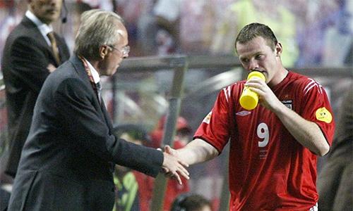Rooney từ chối lương hàng trăm triệu đôla để ở lại Man Utd