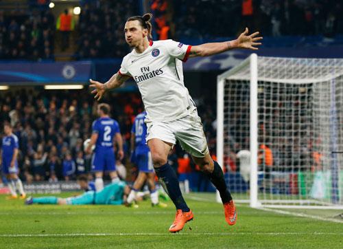 Ibrahimovic bùng nổ, PSG tiễn Chelsea khỏi Champions League
