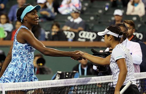 Serena thắng dễ, Venus bị loại ngay trận ra quân Indian Wells