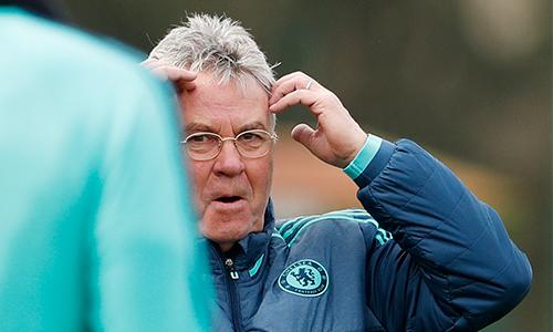 Hiddink thừa nhận Chelsea hết hy vọng vào top 4