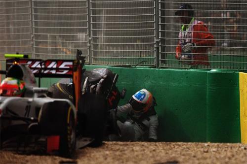 Alonso: 'Tôi cố chui ra khỏi xe để mẹ biết tôi vẫn sống'