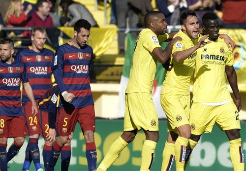 Dẫn trước hai bàn, Barca vẫn đứt mạch thắng