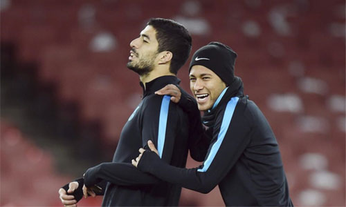 Suarez và Neymar dùng bánh mỳ đánh cược