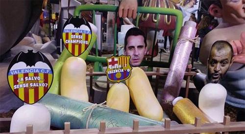 CĐV Valencia đốt hình nộm HLV Gary Neville