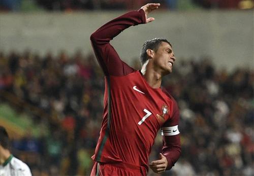 Ronaldo đá hỏng phạt đền, Bồ Đào Nha thua Bulgaria