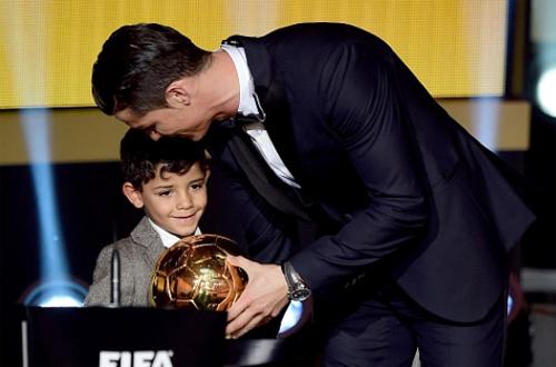 Ronaldo muốn con trai trở thành cầu thủ hàng đầu thế giới