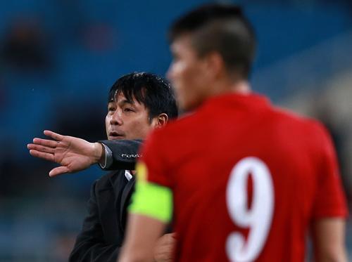 HLV Hữu Thắng yêu cầu học trò 'quên ngay trận thắng Đài Loan'