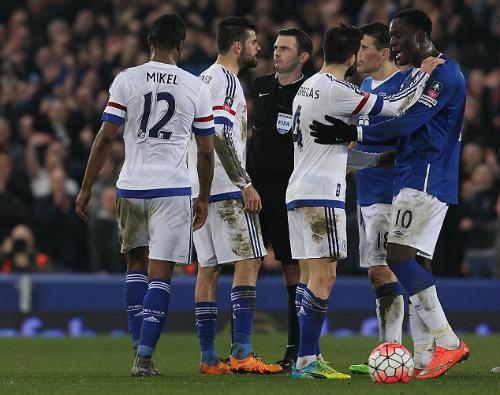 Diego Costa bị treo giò thêm một trận