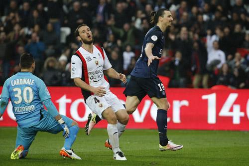 Ibrahimovic lập hat-trick, sẵn sàng nghênh chiến Man City