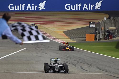 Rosberg về nhất tại Bahrain, thắng chặng thứ năm liên tiếp