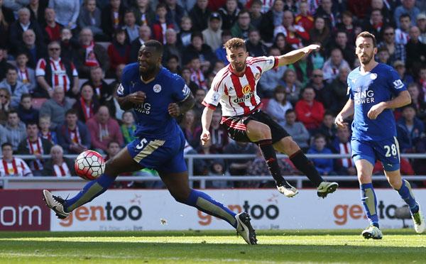 Vardy lập cú đúp, Leicester tiến gần chức vô địch