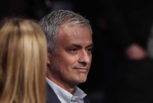Mourinho: 'Van Gaal là bạn và tôi chưa ký hợp đồng với Man Utd'