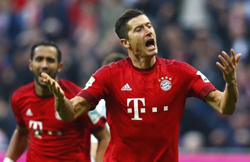 Bayern 3-0 Schalke: Ngôi vương trong túi