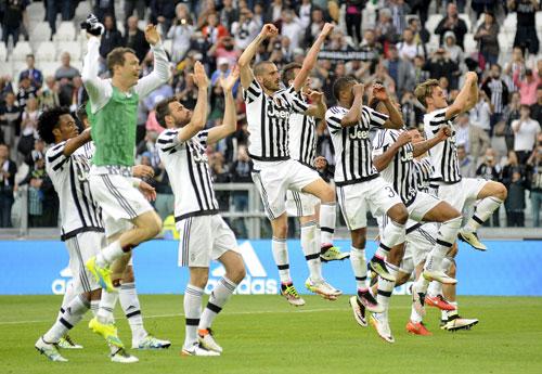 Juventus trút mưa bàn thắng, chạm một tay vào scudetto