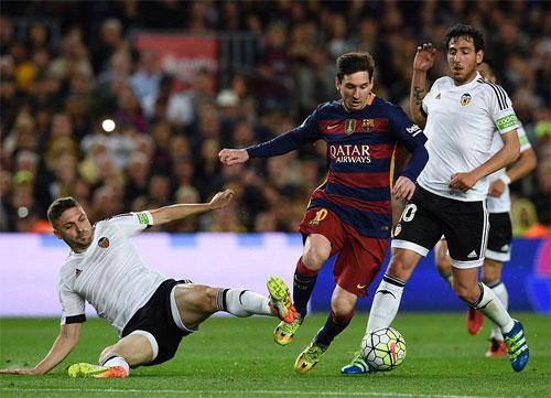 Messi ghi bàn thứ 500 trong ngày buồn của Barca