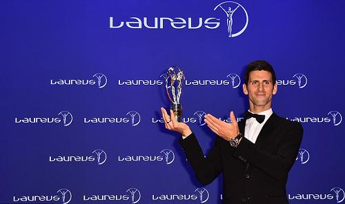Djokovic và Serena nhận giải VĐV hay nhất năm