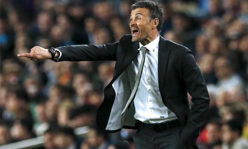 HLV Enrique mắng phóng viên hỏi xoáy về thể lực của Barca
