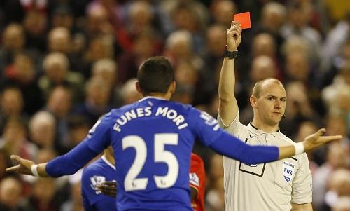 Liverpool nghiền nát 10 người Everton