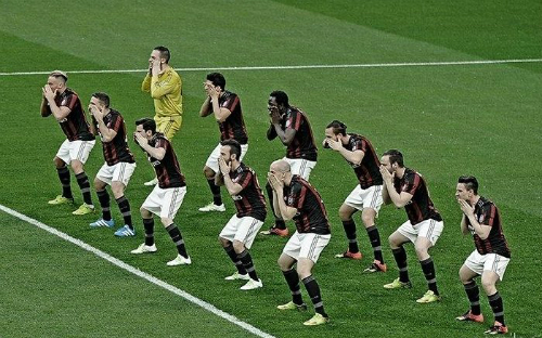 AC Milan trở thành trò cười với điệu nhảy quảng cáo