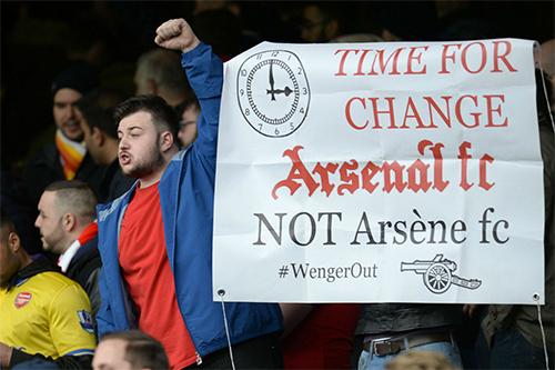 Wenger muốn CĐV Arsenal quên đi bảng điểm Ngoại hạng Anh