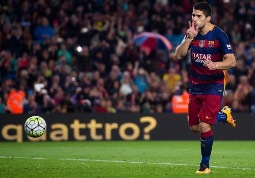 Suarez bỏ xa Ronaldo, dẫn đầu cuộc đua Giày vàng