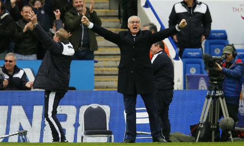 Ranieri lại rơi nước mắt vì Leicester