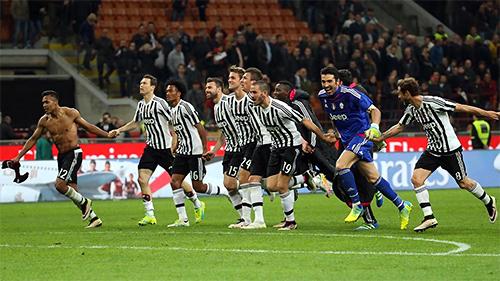 Napoli thua Roma, Juventus đoạt scudetto sớm ba vòng