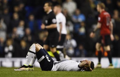 Tottenham sẩy chân, Leicester tiến sát tới ngôi vương