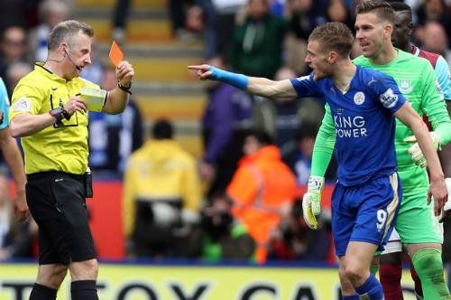 Vardy bị phạt bổ sung, vắng mặt khi Leicester đấu Man Utd