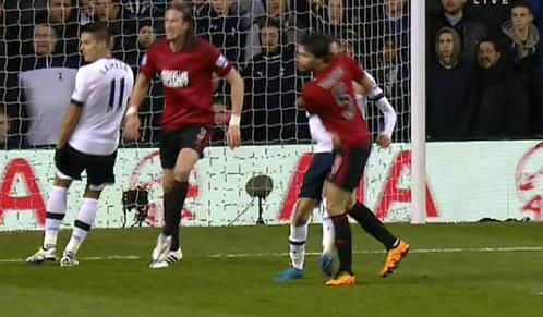 Trụ cột Tottenham bị treo giò đến hết mùa