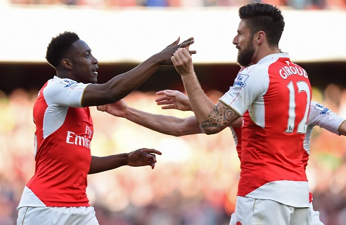 Welbeck giải cứu Arsenal chỉ sau ba phút vào sân