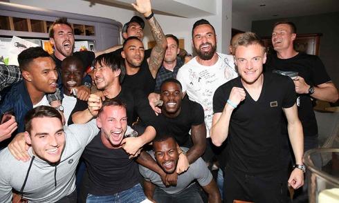 Cầu thủ Leicester vỡ oà trong thời khắc đăng quang
