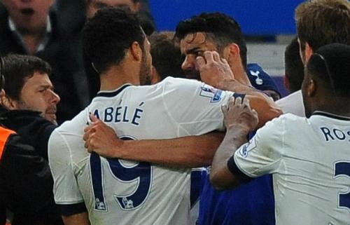 Tottenham tố Fabregas 'châm lửa' cho màn ẩu đả