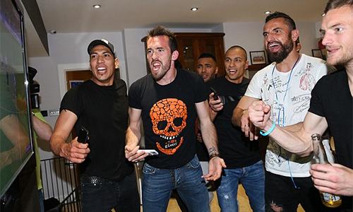 Hậu vệ Leicester muốn hôn Hazard