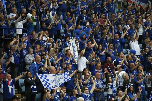 Những hình ảnh đáng nhớ ngày Leicester đăng quang Premier League