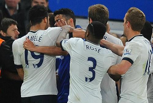 Chọc mắt Costa, sao Tottenham bị treo giò sáu trận